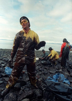 exxon-valdez-cleanup.jpg